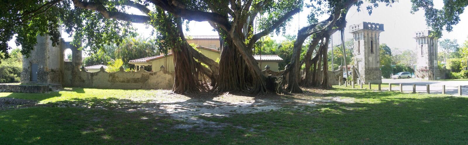 coral_gables_fl_entrance_to_central_miami_pano01